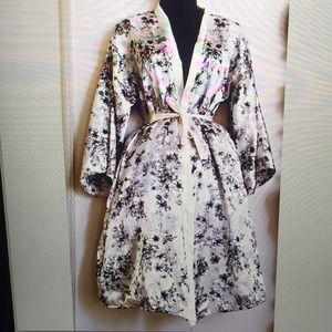 Other - Floral Robe / kimono